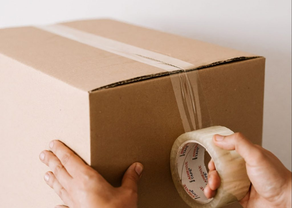 (alt-text: High-quality moving materials will keep your belongings safe while you move house.)