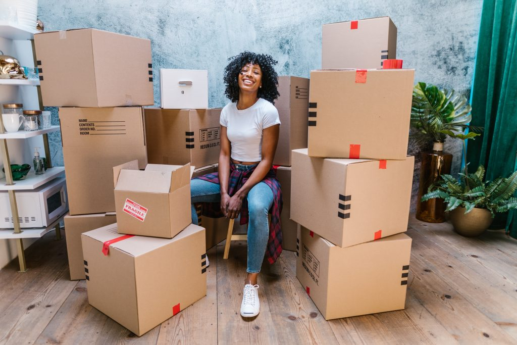 (alt-text: Stay relaxed during your move with excellent moving house tips.)