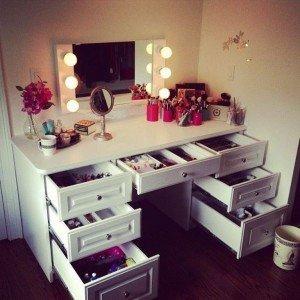 14-makeup desk