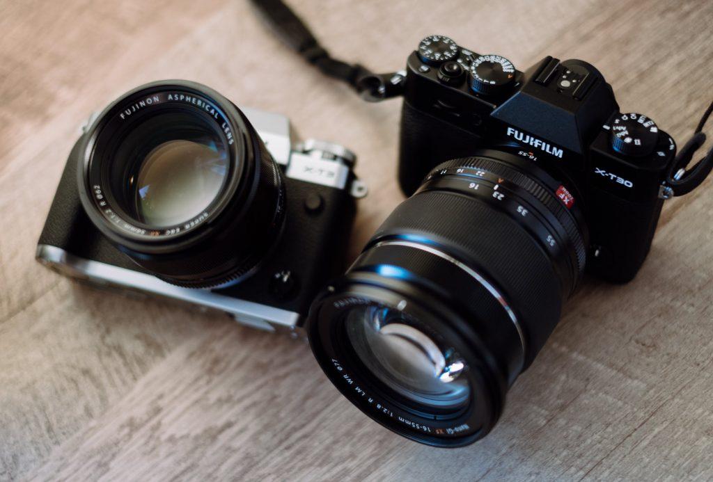 <alt text:Cameras with glass lenses.>