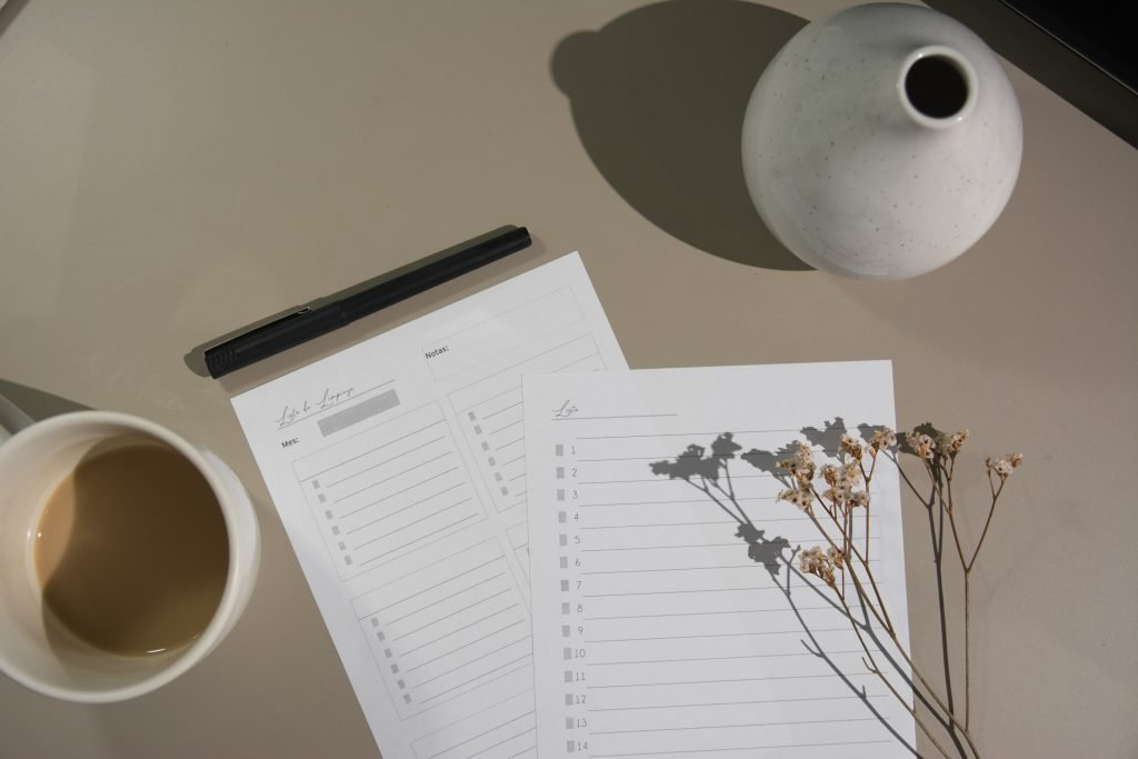 Make a moving checklist with a timeline to stay organised